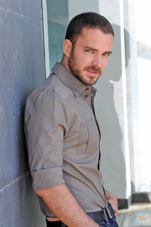 Manolo Cardona (2)