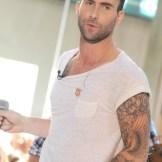 adam-levine-maroon5-tatuaj2
