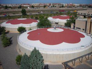 Exterior de los digestores donde se valorizan los fangos y residuos para obtener biogás.