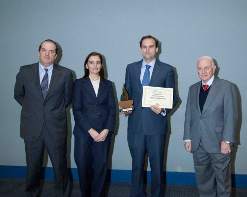 Vicente Fajardo, Director de Residuales del Grupo Aguas de Valencia, en el momento de recoger el máximo galardón de ATEGRUS.