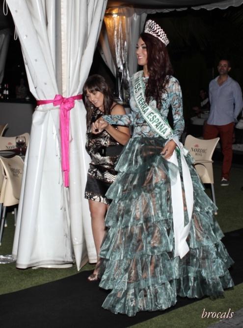 Rita de Oliveira acompañada de Miss Tierra España 2013