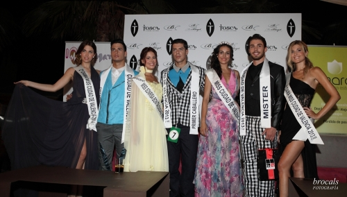 Los ganadores de la Fase-II de Miss & Mr. Ciudad de Valencia, posan ante la prensa