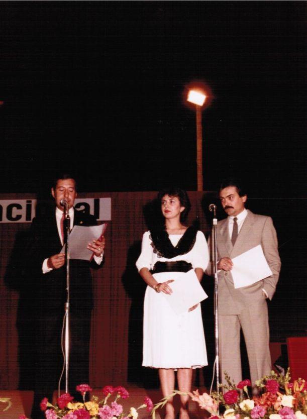 Presentación del Festival Folclórico Internacional celebrado en la Plaza de Toros de Alcazar de San Juan en 1984. Carlos Guimarai, Clara Isabel Rivas y Nicolás Ramos