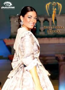 """Vestida por Carmen Asins """"Les Barraques"""""""