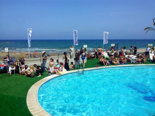 Las instalaciones del puerto deportivo pobla marina marco para la elecci n de miss mr playa - Cines puerto deportivo getxo ...