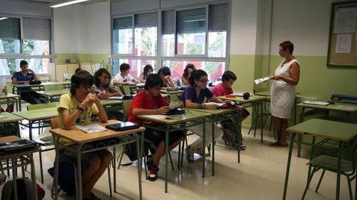 El Gobierno valenciano debe cuatro meses de sueldo a los nuevos docentes de la concertada