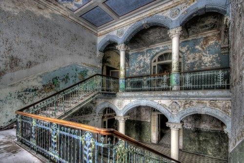 lugares terrorificos Abandoned Military Hospital in Beelitz, Germany