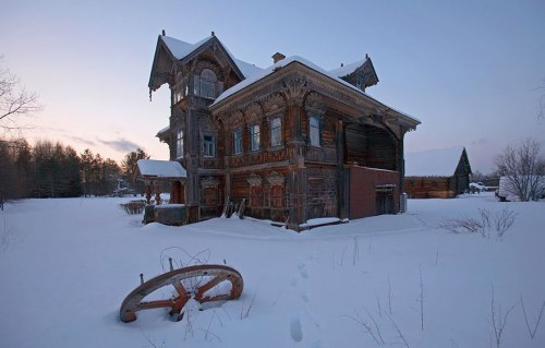 lugares terrorificos Abandoned Wooden Houses, Russia (2)
