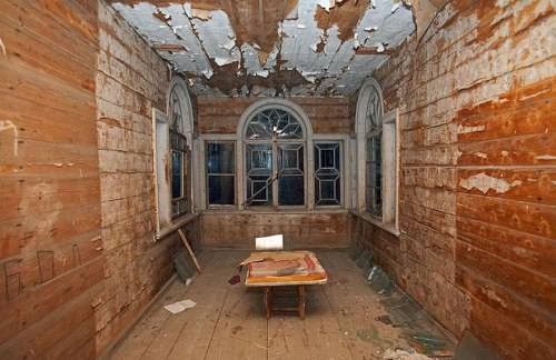 lugares terrorificos Abandoned Wooden Houses, Russia (3)