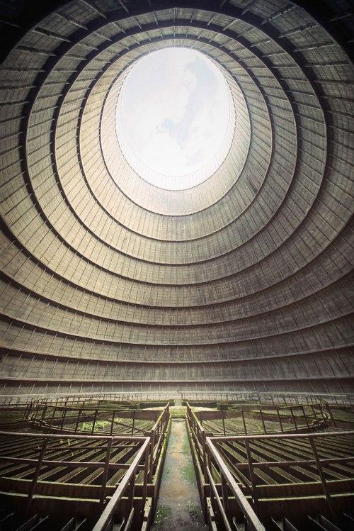 lugares terrorificos Planta de energía abandonada. Bélgica1