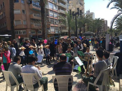 """Millares de padres apoyan con su presencia en Alicante el cierre de la campaña """"La educación de tus hijos la eliges tú"""". (2)"""