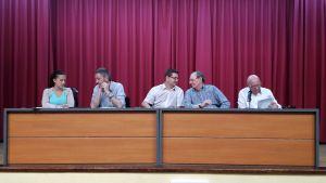 Mese de la asamblea presidida por los reponsables de la patronal
